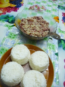 Family meals: Instant noodles (saimini) with tinned corned beef (pisupo). Photo by Jessica Hardin.